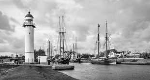 Race of the Classics - high class visitors. Hellevoetsluis, as a former historic naval port, was very honored to welcome the Race of the Classics fleet.